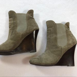 Very Volatile Suede Gray slip on Ankle Boots sz 8